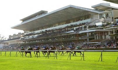 Tribune de Longchamp. largeL
