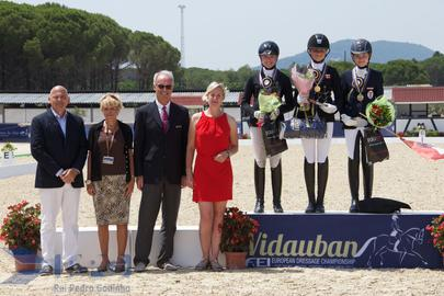 vidauban 2015 podium children largeL
